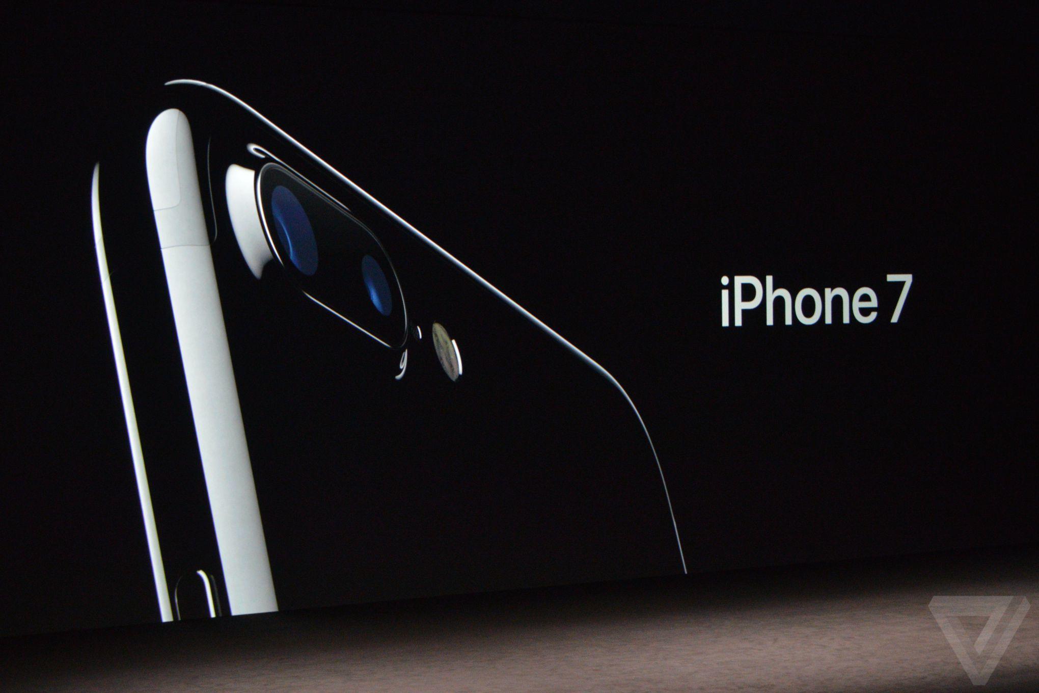 ទីបផុត iPhone 7/7 Plus បាននង្ហាញខ្លួនជាផ្លូវការណ៍ហើយជាមួយនឹងលក្ខណៈសម្បត្តិមិនធម្មតា!!