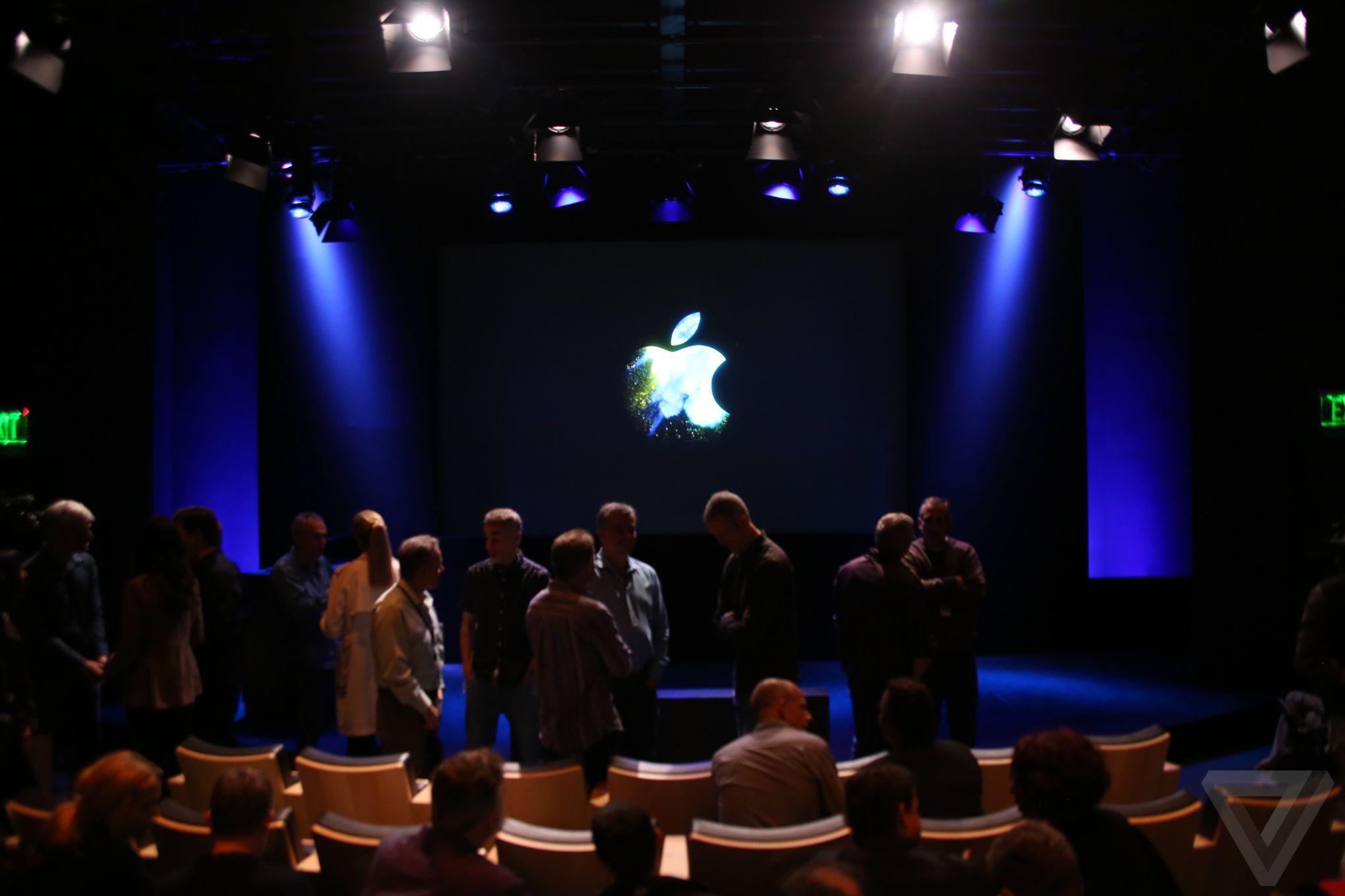 Live keynote d 39 apple les nouveaux macbook pro 2016 for Danse passer sous une barre